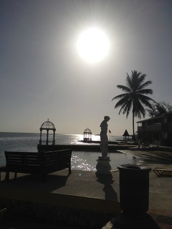 Sandals Royal Caribbean Resort and Private Island: sunrise early morning