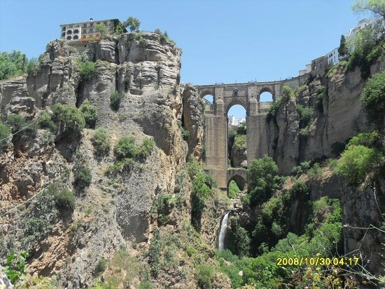 Casas Rurales Los Algarrobales: ronda old bridge