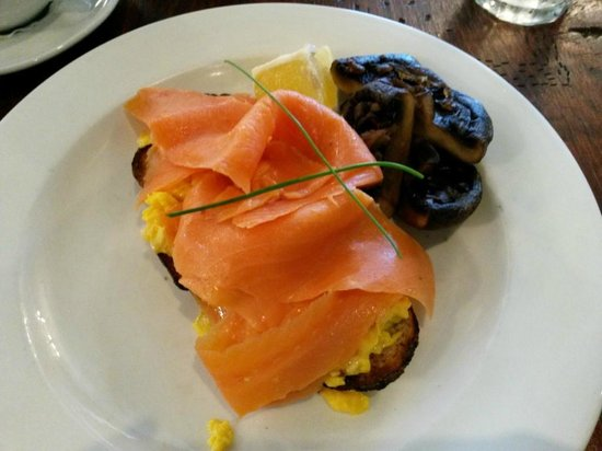 Vovo Telo: Creamy scrambled eggs with salmon and extra mushroom