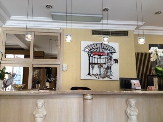 Hotel Elysa Luxembourg : recepção