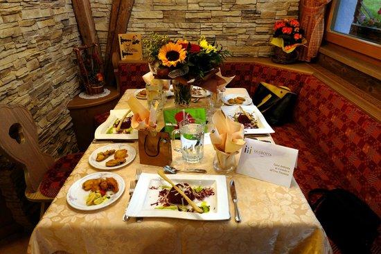 Family Hotel La Grotta: Accogliente tavolo