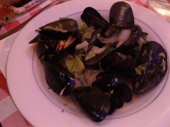 Le Sainsev': mussel appetizer