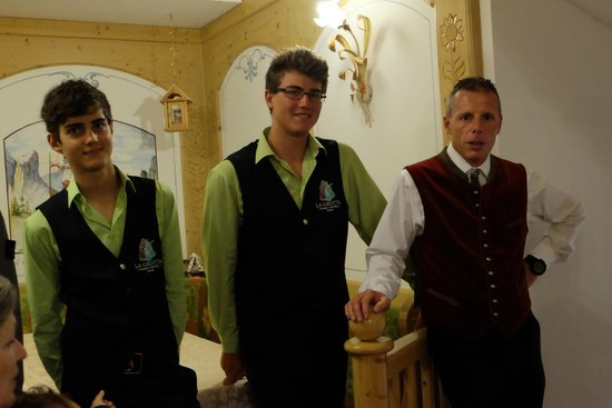 Family Hotel La Grotta: Super camerieri