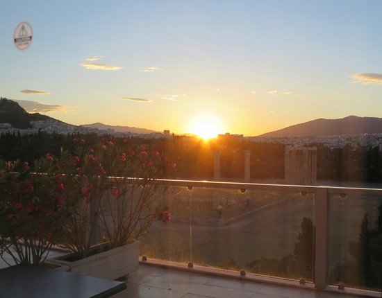 The Athens Gate Hotel: Great view of sunset over Zeus' temple