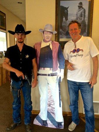 Cactus Cowboy: lo sceriffo (cameriere), John Wayne e.... l'allegro avventore!!