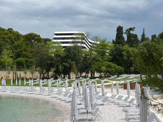 Hotel Lone : View of Hotel from the waterfront