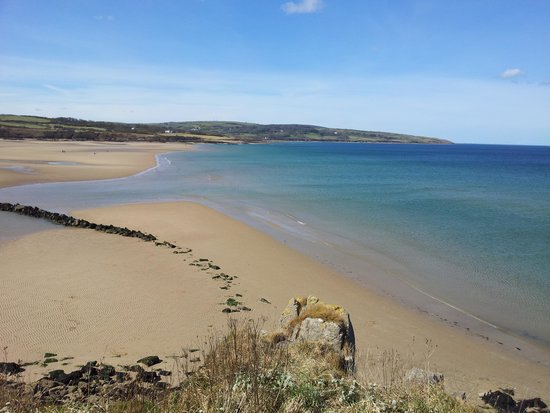 Bryn Awelon: Lligwy Beach 15 minute walk