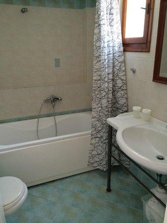 Amazones Village Suites: Salle de bains