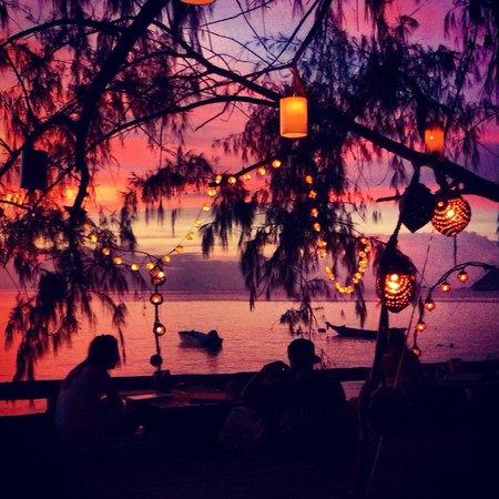 In Touch Resort & Restaurant : Meraviglioso tramonto sul mare direttamente dalla terrazza dell'hotel