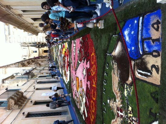 Hotel Conte di Cabrera: La fête des fleurs à Pozzalo