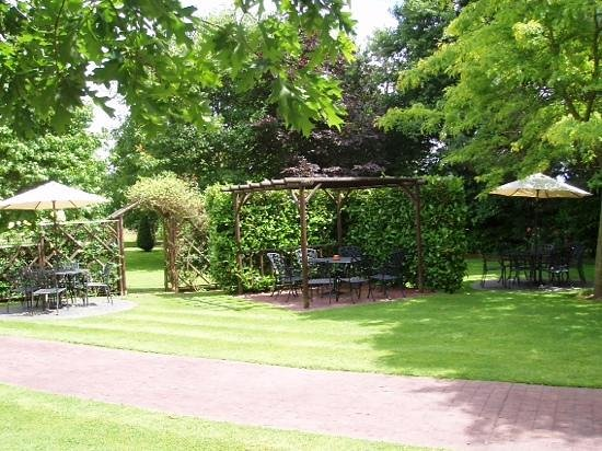 Fairlawns Hotel And Spa: lovely gardens