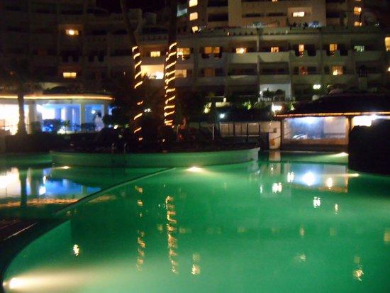 Santa Barbara Golf & Ocean Club : the pool at night
