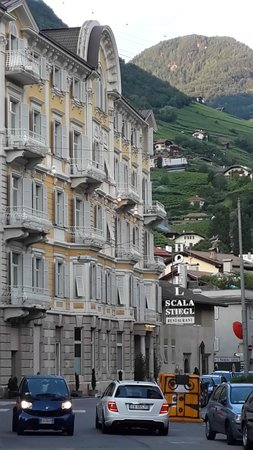 Scala Stiegl Hotel: The funicular is right behind the hotel