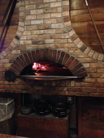 Red Fox Bar & Grille: Wood-fired oven