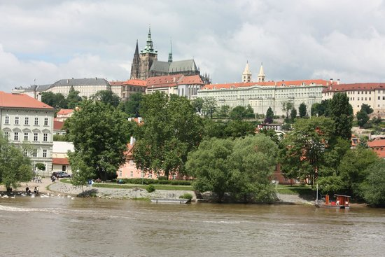 Castle District : View of Prague Castle from across the river