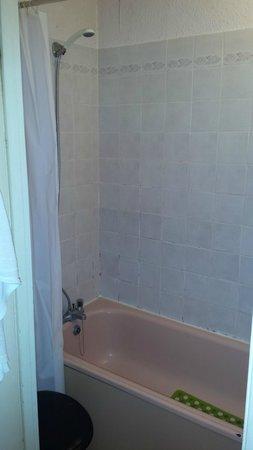 Carlton Hotel: Bathroom