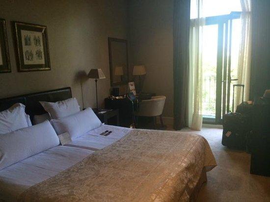 Hotel Duquesa de Cardona: Our room