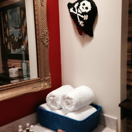 LEGOLAND California Hotel: Lego pirates' hat wall decoration
