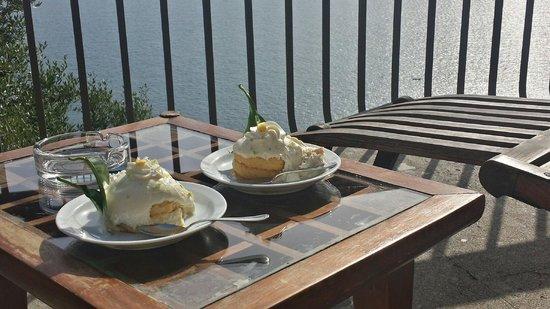 Hotel Mega Mare: Delizia a limone a bordo piscina