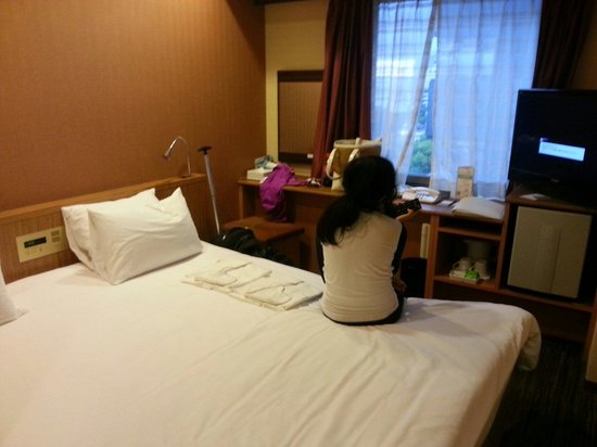 the b nagoya : Bed and table