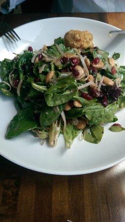 Hubbell & Hudson Bistro: almond salad