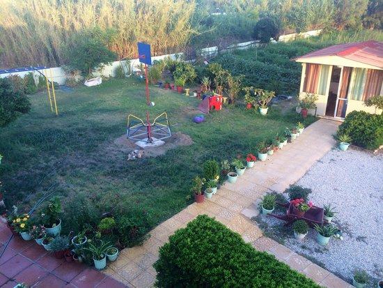 Baladinos Apartments: The garden :)
