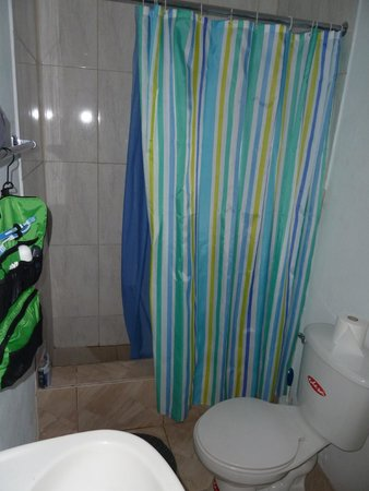Jah Billy's Irie Ites Guesthouse: Bath