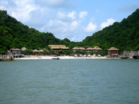 Monkey Island Resort: arriving by boat.