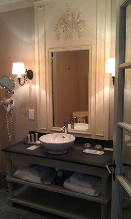 Château d'Augerville : Nice bathroom