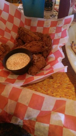 Razzoo's Cajun Cafe: wings