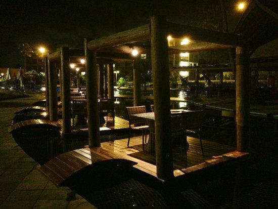 Hotel Viva Porto de Galinhas: Mesas na piscina