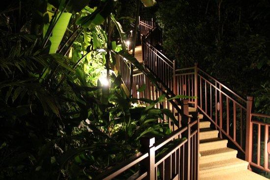 InterContinental Samui Baan Taling Ngam Resort: The walkways which lead to the beach