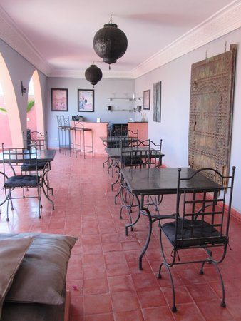 Riad Elizabeth: The rooftop - to eat meals and the bar