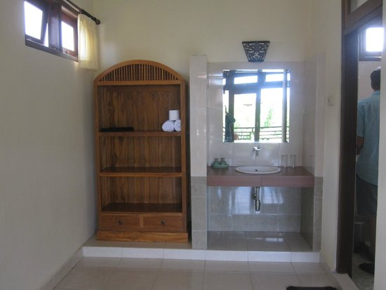 Frangipani Bungalows : outside bathroom.