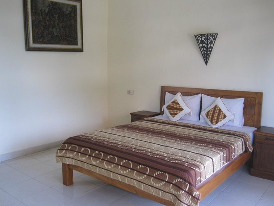 Frangipani Bungalows : comfortable bed.