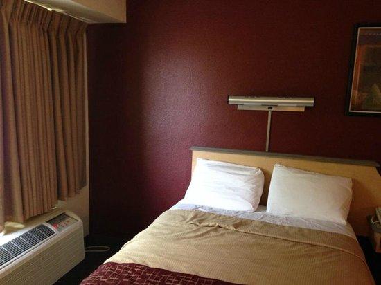 Red Roof Inn San Antonio - Airport: room