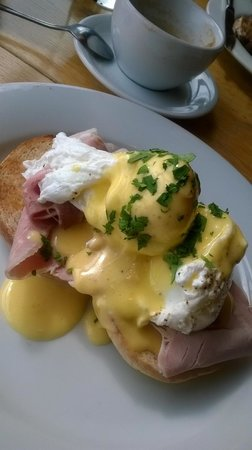 Glassboat : Eggs Benedict