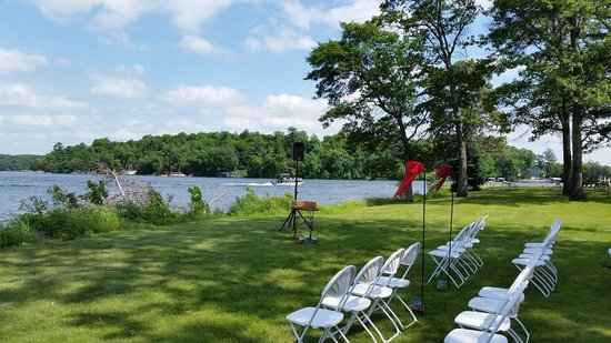 Madden's on Gull Lake: Amazing setting for a wedding. We were here for my sister's wedding and it all went great. This