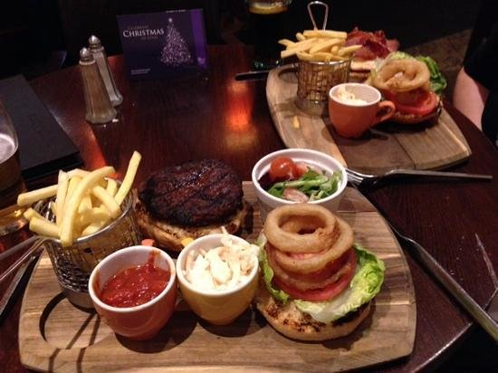 The Cheltenham Chase Hotel - A QHotel : Food in the lounge bar