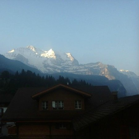 Hotel Edelweiss: From our balcony, facing the Jungfrau