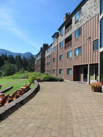 Skamania Lodge: Terrace