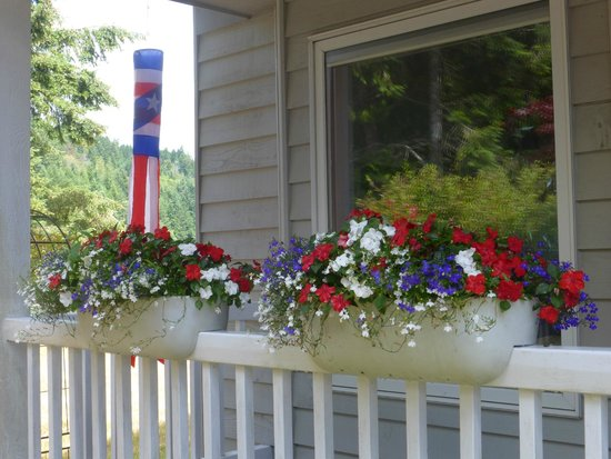 Union, WA: Window boxes with Hunter's flowers!