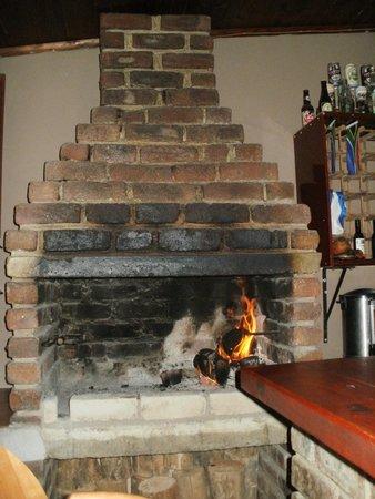 Old Vic Traveller's Inn: The very cozy bar area.