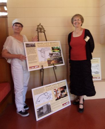 The Gordon House : Tour guide, Left, and  visitor, Right.