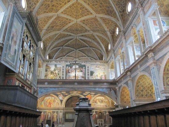 Chiesa di San Maurizio al Monastero Maggiore: A vista do claustro.