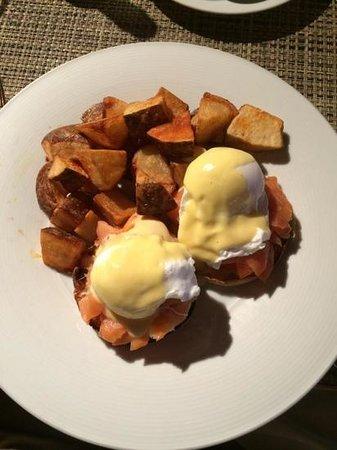 Sheraton Sonoma County - Petaluma : Salmon Eggs Benedict--WOW
