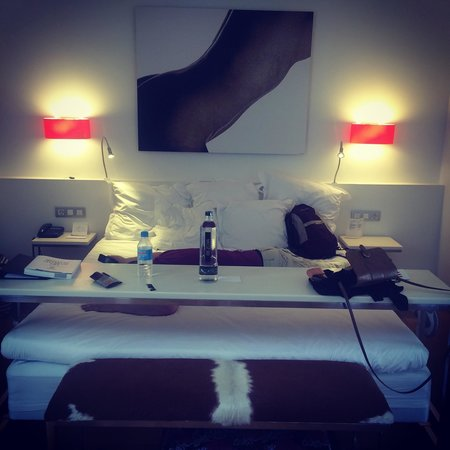 Hotel Tres: Room 504
