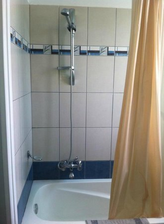 Seva Hotel & Swimming Pool: Shower