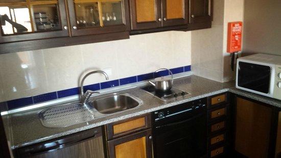 Hotel Paraíso de Albufeira: Kitchen area