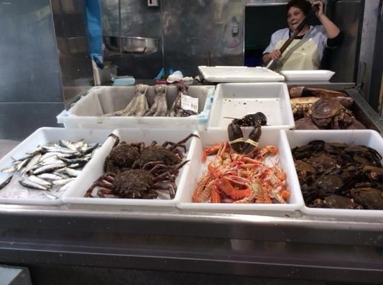 Mercado de Abastos de Santiago: seafood alive at mercados abastos